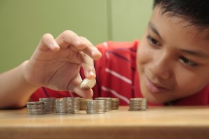 kid-saving-money